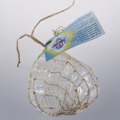 Кристалл 3 натуральных камня разной формы в сетке из пальмы абака tawas crystal (Tawas Crystal)